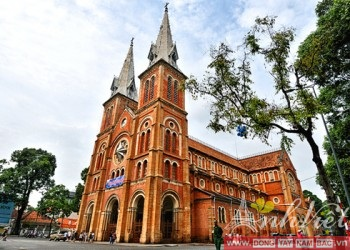 Notre-Dame-Cathedral-hochiminh-AnhVietTourist